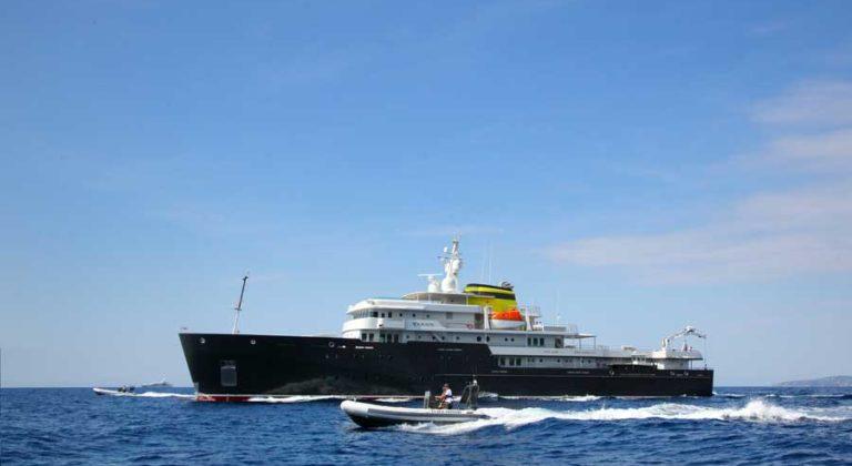 PIRIOU-Chantier-Naval-navires-voyage-Shipyard-explorer-